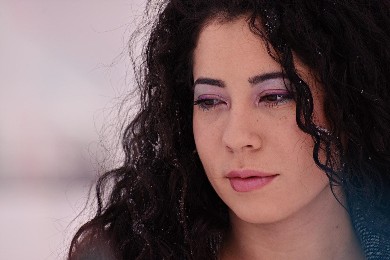 Astuce de maquillage portrait femme maquillée